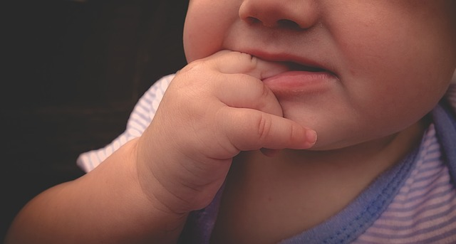赤ちゃんが除菌剤を舐めちゃった!対処法はある?